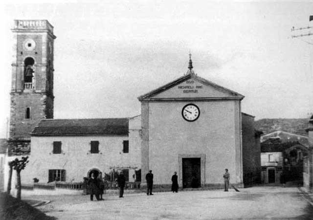 Gabbro ieri_Piazza della chiesa di S.Michele_ La vita religiosa