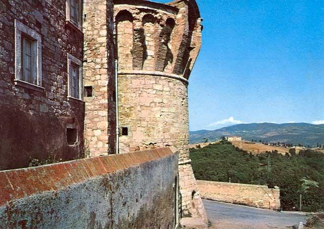 Castello torrione di levante e le carceri